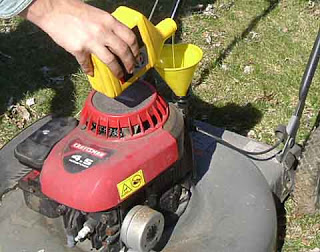 How to change the oil in your lawn mower lawneq blog for Best motor oil for lawn mowers